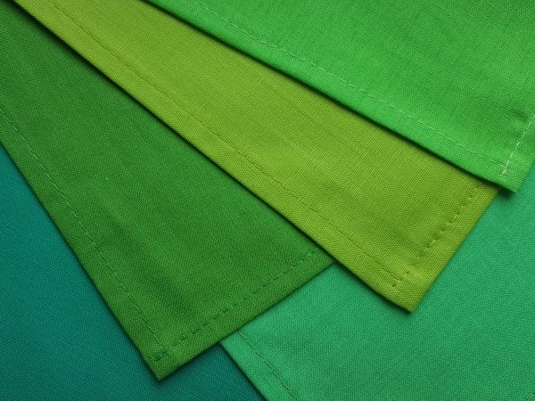 Farbberatungstücher in Grüntönen