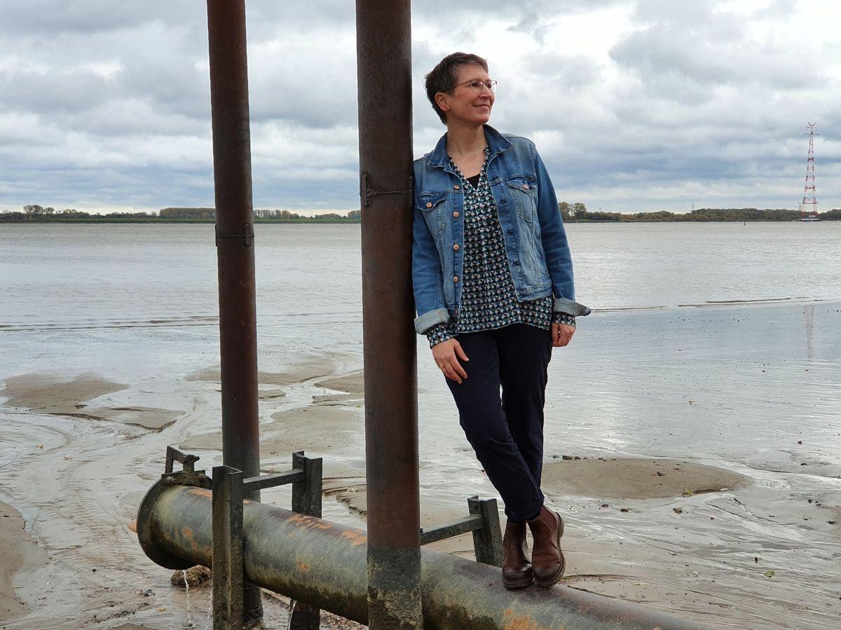Ines Meyrose – Outfit 2020 mit dunkelblauer 7/8-Cordhose