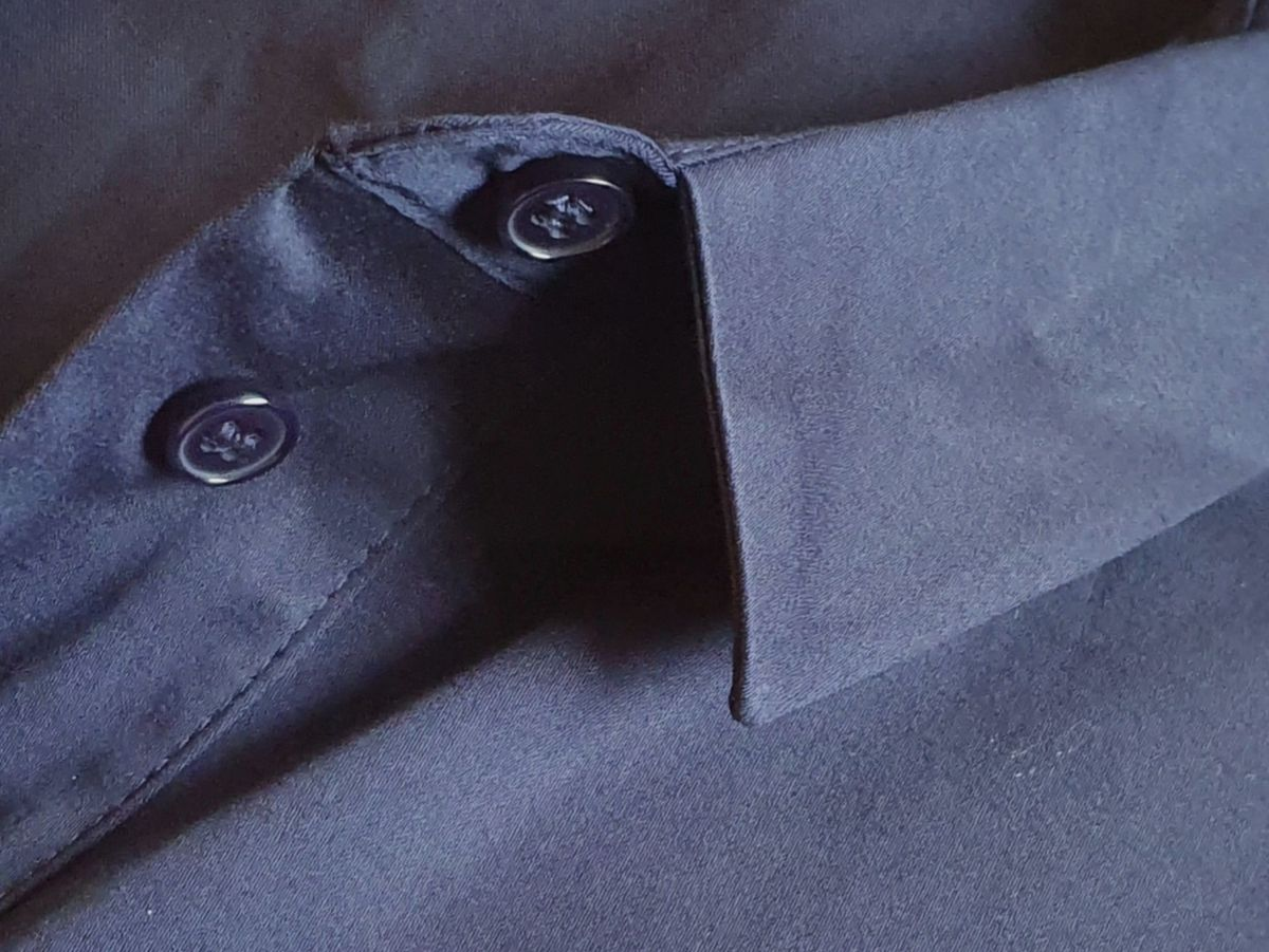 Schnäppchen: dunkelblaue Bluse für 33 anstatt 80 Euro