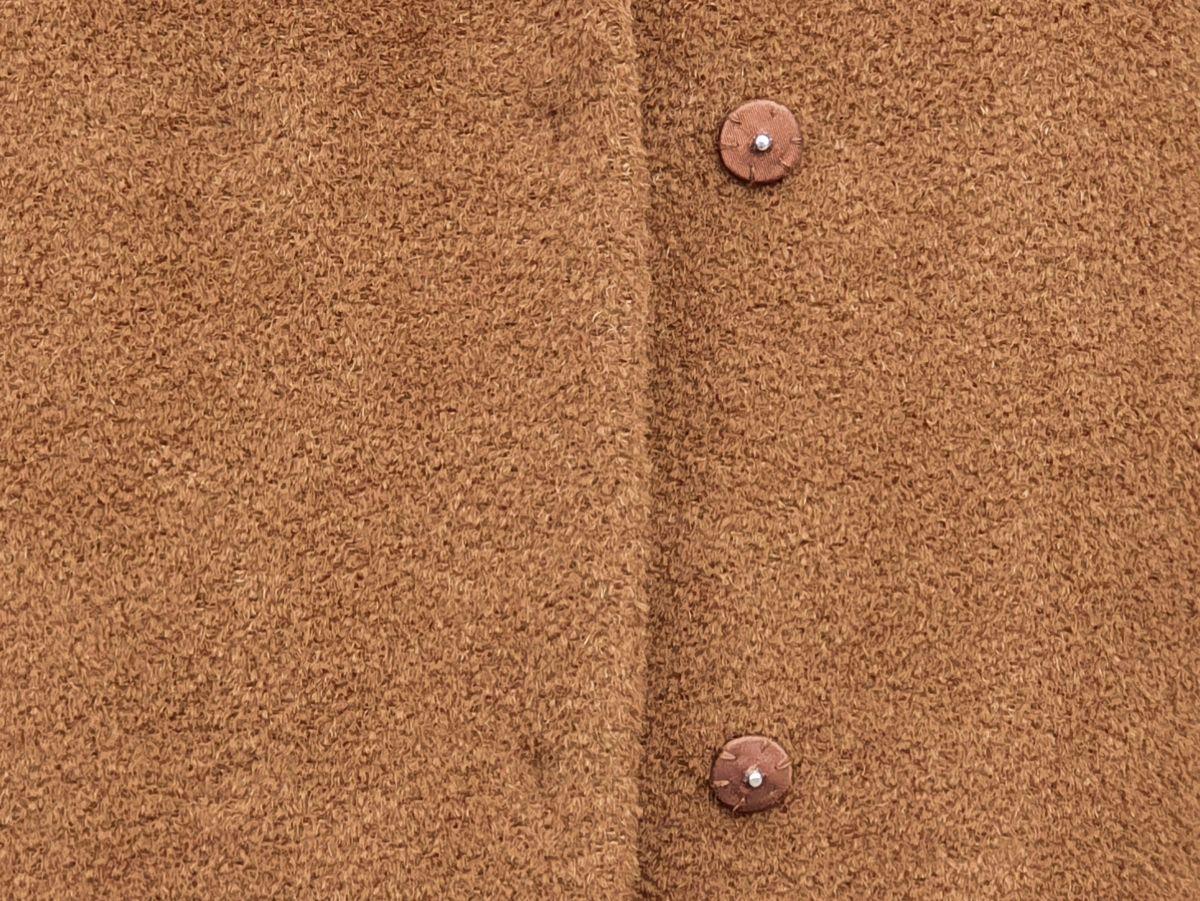 Ines Meyrose - Outfit 2021 - Wollmantel braun - Detail verdeckte Druckknöpfe