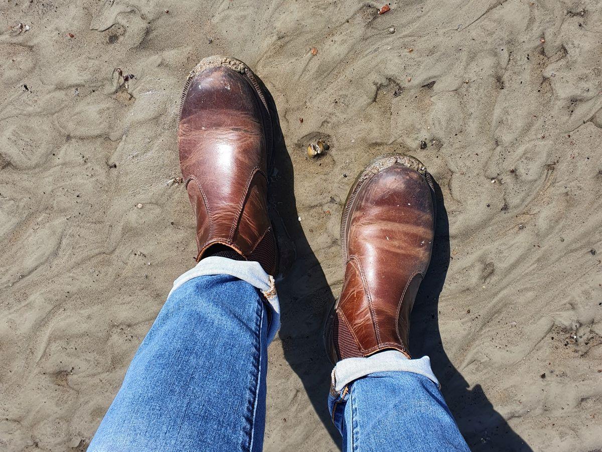 Boots im Elbsand