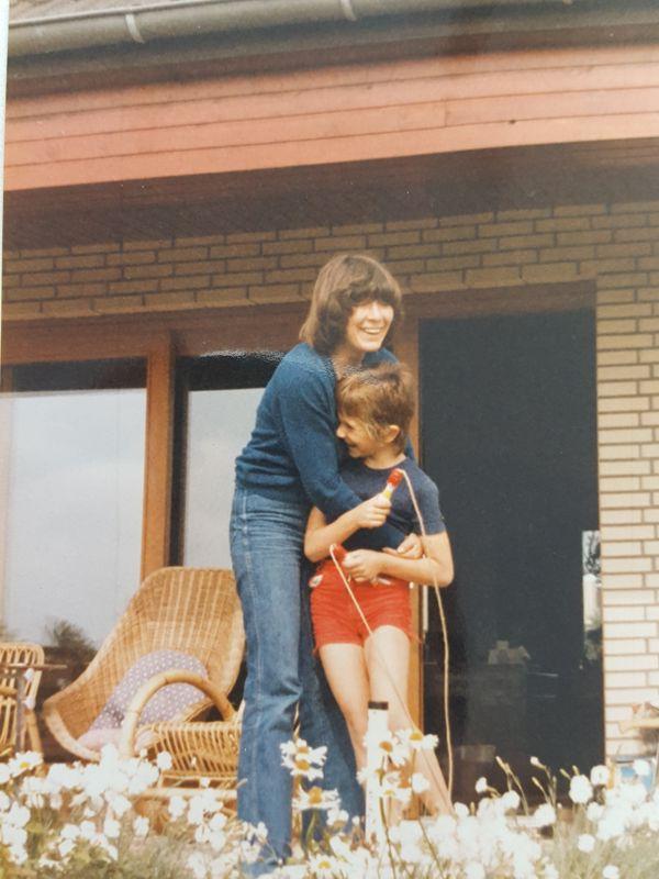 Ines Meyrose 1979 mit ihrer Mutter