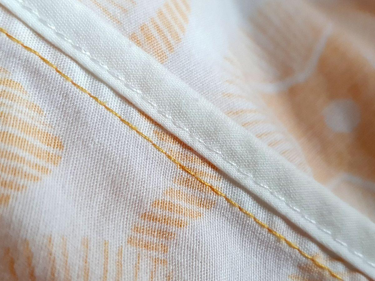 Qualitätsmerkmal guter Kleidung: Nahteinfassung mit Schrägband